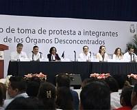TOMAN PROTESTA INTEGRANTES DE LOS CONSEJOS DISTRITALES Y MUNICIPALES DEL IEPC